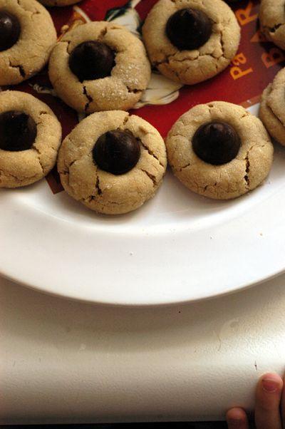 Peanutbutter + kiss cookies2 web