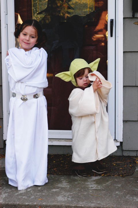 Halloween Costumes Past Princess Leia And Yoda On Hand Modern